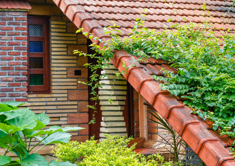 Use of locally available sandstone and brickwork in its naked form gives very earthy feel